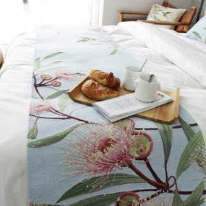 Table runners and bed runners