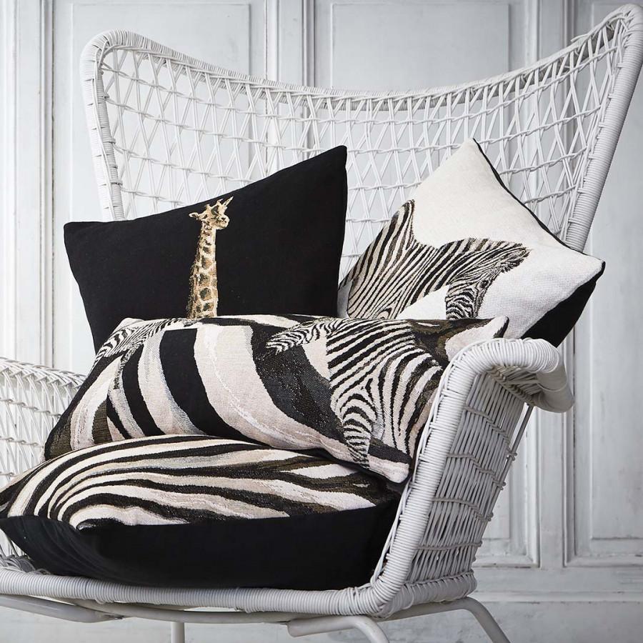 2174X : zebra long cushion