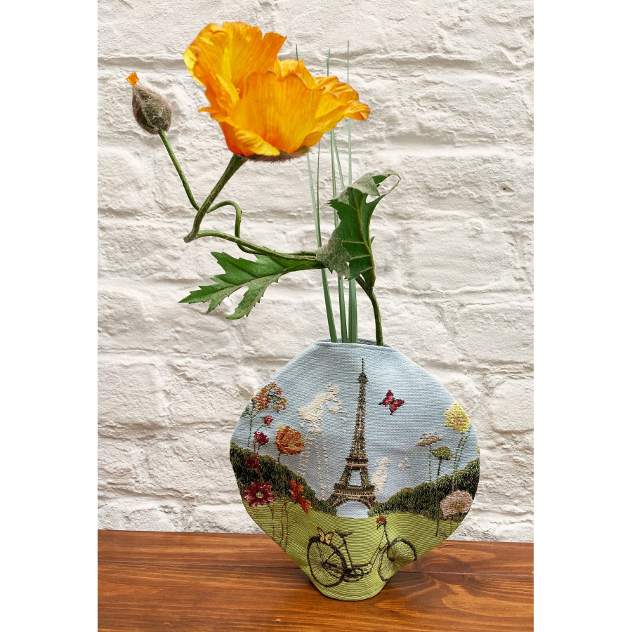 Round vase tapestry three peonies