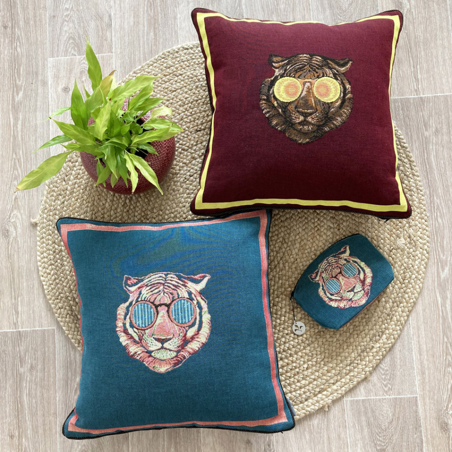 Tapestry cushion cover Tiger with glasses